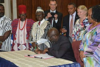 President Weah signs LGA, while VP Taylor, Minister Sirleaf, Development partners and others look on